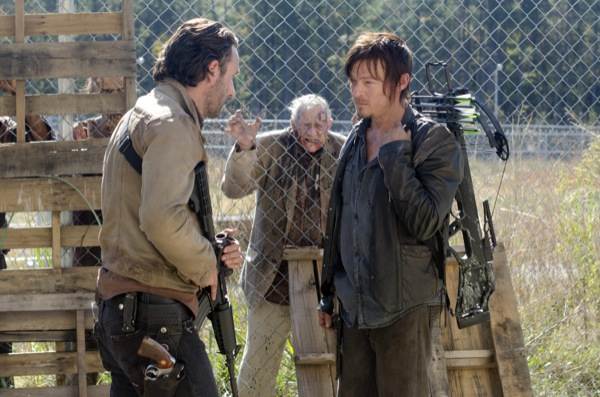The-Walking-Dead-Season-3-Episode-15-This-Sorrowful-Life-04