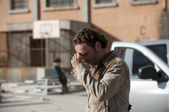 The-Walking-Dead-Season-Finale-2013-Welcome-to-the-Tombs10-550x365