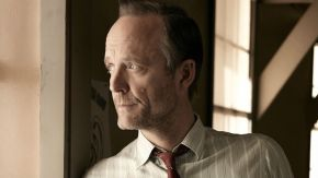 MANHATTAN: John Benjamin Hickey on Portraying Frank Winters